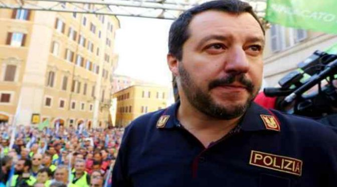 Nigeriano accoltella due volte poliziotto, Salvini lo espelle