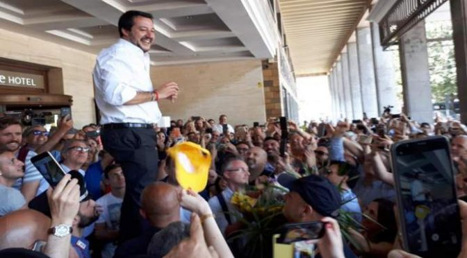 """Salvini in trionfo tra la folla: """"Sicilia non è più campo profughi Ue"""" – VIDEO"""