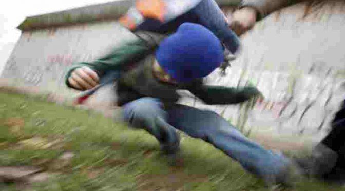 Razzismo: figlio immigrati pesta bambino autistico italiano