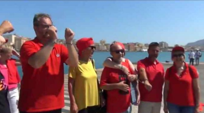 Diciotti, PD in maglietta rossa accolgono clandestini