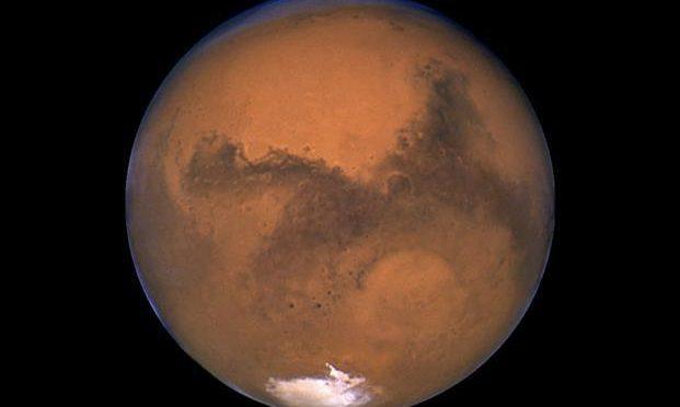 C'è un grande lago salato su Marte: sotto la crosta