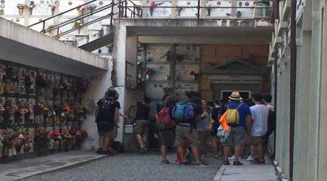 No border bivaccano al cimitero, cittadini furiosi a Ventimiglia