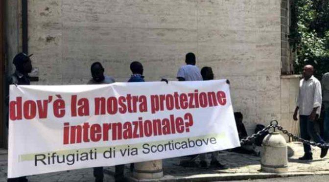 200 africani esigono di essere mantenuti per sempre dagli italiani