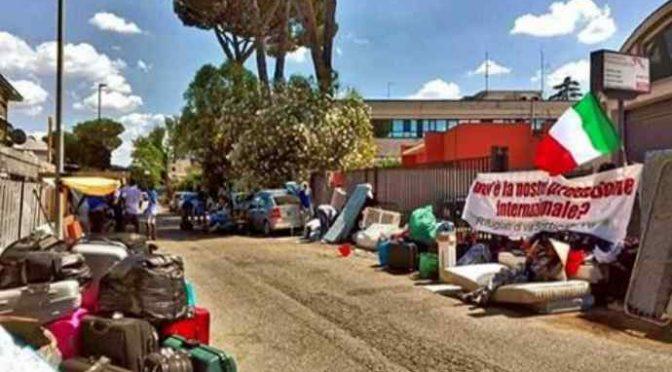 Roma: 120 africani esigono le case degli italiani, gratis