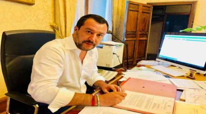 """SalvinI: """"Reddito di Cittadinanza solo a italiani"""""""