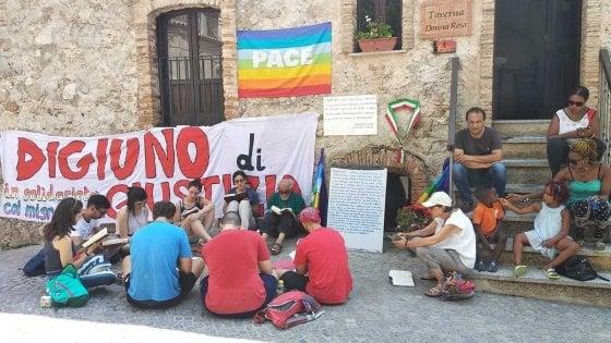Salvini taglia i soldi all'accoglienza, mago di Riace fa lo sciopero della fame