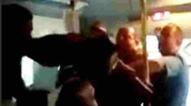 Autista circondato da immigrati, carabinieri lo salvano da pestaggio – VIDEO