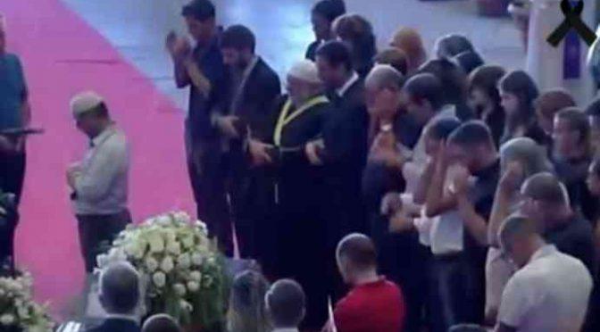 "Genova: il grido ""Allah Akbar"" durante funerali vittime – VIDEO"