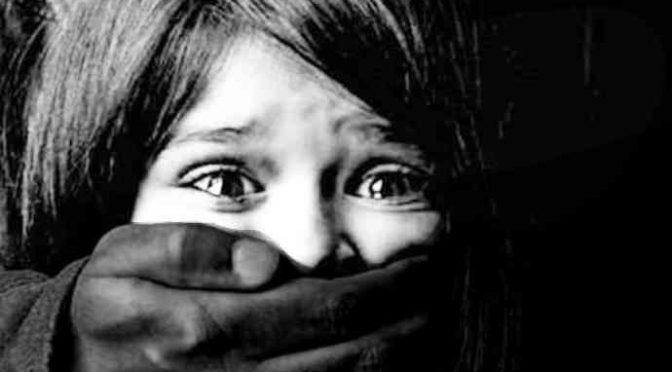 Immigrato rapisce ragazzino per strada, lo droga e poi lo stupra