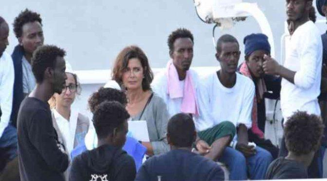 """Boldrini torna dalle vacanze: """"Salvini è spietato contro i migranti"""""""