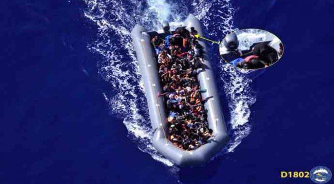 Gli aerei da Malta vanno a caccia di barconi da deviare in Italia