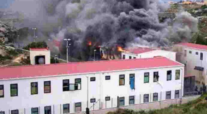 Immigrati incendiano centro accoglienza, devastazioni a Torino