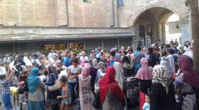 Immigrati vogliono andare a scuola a spese degli italiani, pacchia finita