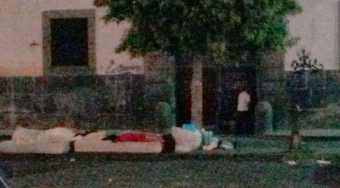 Vietato uscire, accampamento clandestini davanti comando Polizia – FOTO
