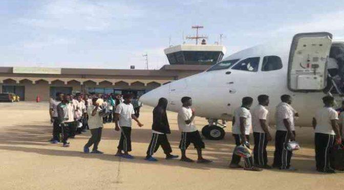30 immigrati chiedono di andarsene, Salvini li accontenta