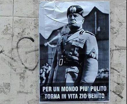 Condannato a 6 mesi di carcere per manifesti di Mussolini