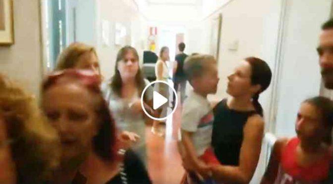 Il pianto del bimbo italiano sfrattato per dare casa a immigrati – VIDEO