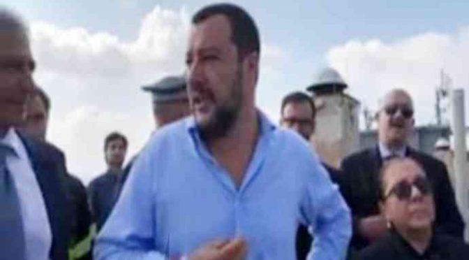 Salvini blitz all'Hotel dei clandestini: «Ruspe per 'sto cazzo di robo» – VIDEO