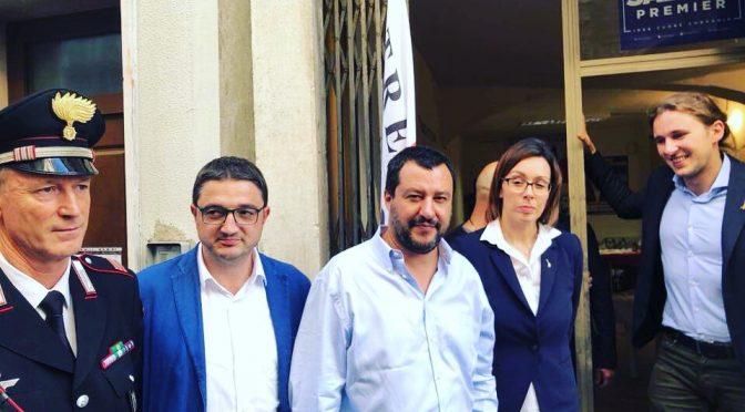 Salvini visita sede Lega colpita da bomba sinistra