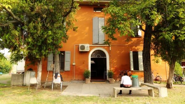 Bologna, 2 anni in una grande villa per i profughi senegalesi