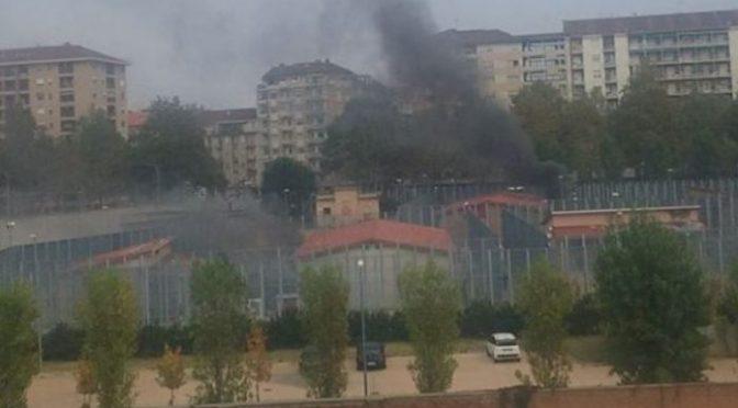 Hanno incendiato centro migranti: arrestati 15 nordafricani