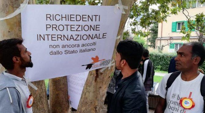 """Pakistani esigono di essere mantenuti da italiani: """"Nostro diritto"""""""
