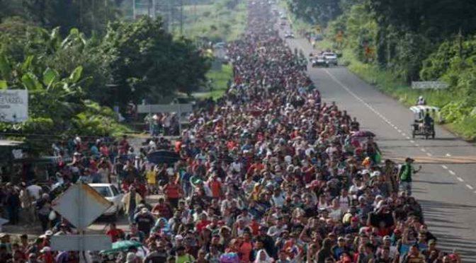 """Trump: """"In arrivo invasione clandestini, serve muro umano"""""""