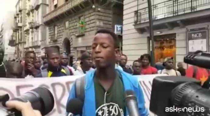 """""""Bianco e italiano di m…a"""", immigrato aggredisce politico di destra"""