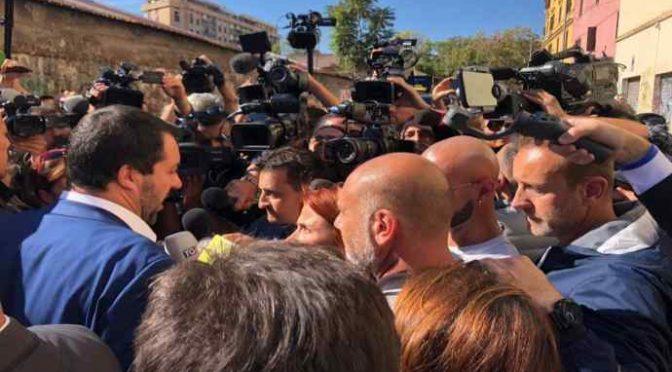 """Desirée, Salvini annuncia ondata sgomberi: """"Siamo tutti con te"""""""