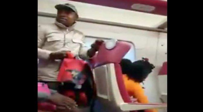 Nigeriano blocca il treno e picchia controllore: ''Mi annoiavo''