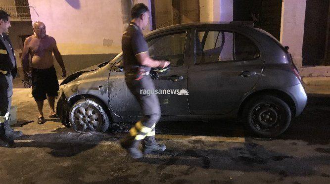 Tunisino incendia negozio e auto, dopo torna a rigarla – FOTO