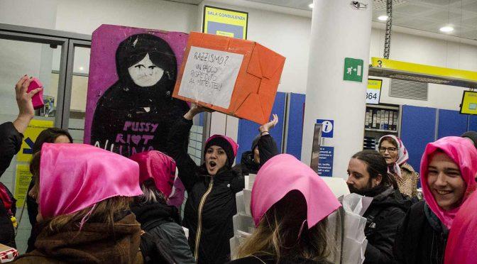 Femministe manifestano a favore del velo islamico – VIDEO