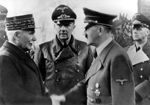 Macron rende onore  Pétain, polemiche in Francia