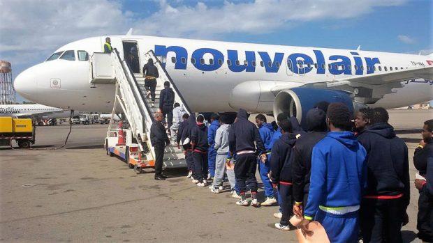 Ci siamo, aereo carico di nigeriani: rimpatriati in 116