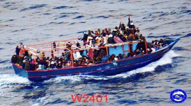 Malta invia in Italia questo barcone carico di 200 clandestini – FOTO