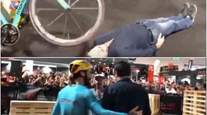 Brumotti e Salvini: show alla Fiera del Motociclo – VIDEO