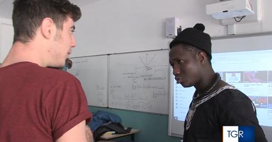 Al liceo i prof senegalesi insegnano 'migrazione' – VIDEO