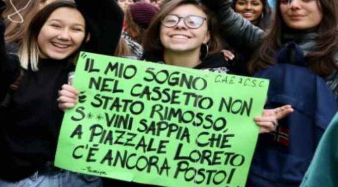 Milano, violenza sessuale sul bus: immigrato salta addosso a studentessa