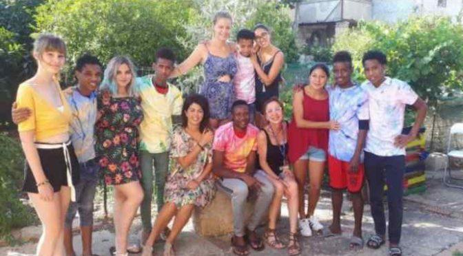 Studentesse italiane a lavorare 2 settimane in centro profughi – FOTO