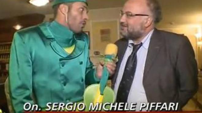 Il deputato di sinistra che incassa 400mila euro coi profughi – VIDEO