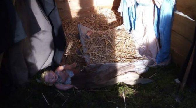 Attacco al presepe: decapitazioni e bambinelli distrutti