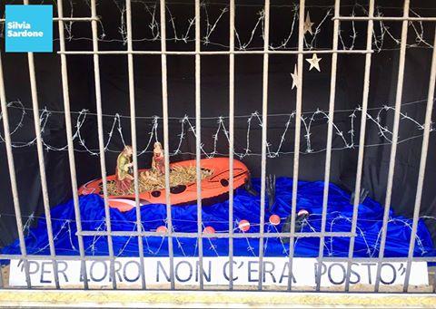 Milano: il Presepe è nel barcone dei clandestini