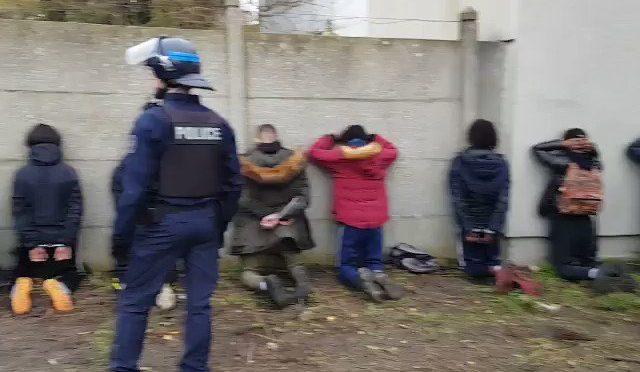 Francia: 1.000 'gilet gialli' ancora in carcere, 100 adolescenti