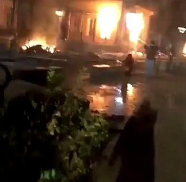 La rivolta dei Gilet Gialli, Prefettura data alle fiamme – VIDEO