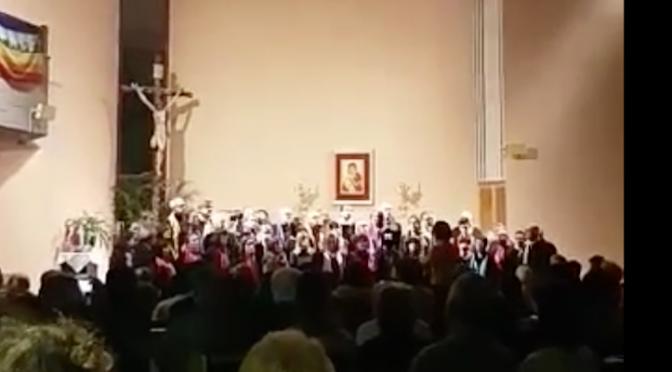 """In chiesa """"Bella Ciao"""" al posto del canto di Natale – VIDEO"""