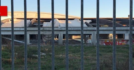 L'impianto sportivo se lo sono presi rom e immigrati – VIDEO
