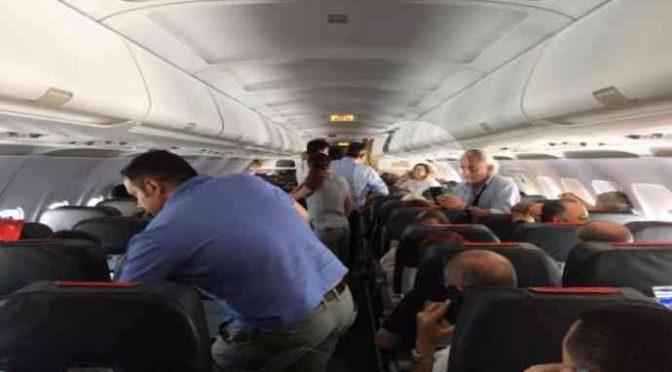 """Boldrini contestata in aereo: """"Vergogna, prima gli italiani"""""""
