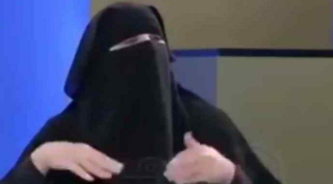 """Svizzera vieta il burqa, è rivolta islamica contro la democrazia: """"Non lo rispetteremo"""""""