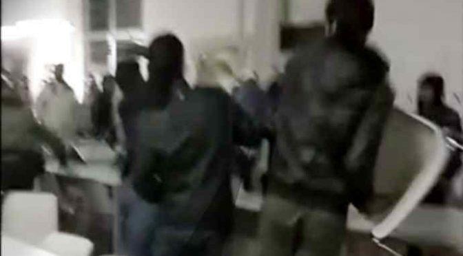 Profughi devastano mensa, rissa per precedenza – VIDEO