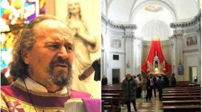"""Prete caccia leghista dalla chiesa: """"Voi non dovreste entrare!"""", rivolta fedeli"""
